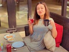 नेहा कक्कड़ ने नाश्ता करते हुए शेयर की तस्वीर, फैन्स से पूछा- चाय पियोगे या जूस?