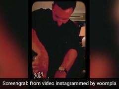 करीना कपूर और सैफ अली खान की न्यू ईयर फैंसी डिनर पार्टी में लगा सितारों का मेला, देखें Video