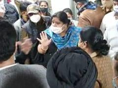 ब्रिटेन से आए यात्रियों का दिल्ली एयरपोर्ट पर जांच को लेकर हंगामा, कहा-