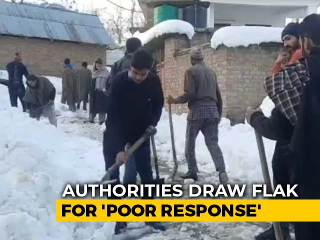 """Video : Kashmir Locals Clear Snow To Reach Hospitals; Administration """"Missing"""""""