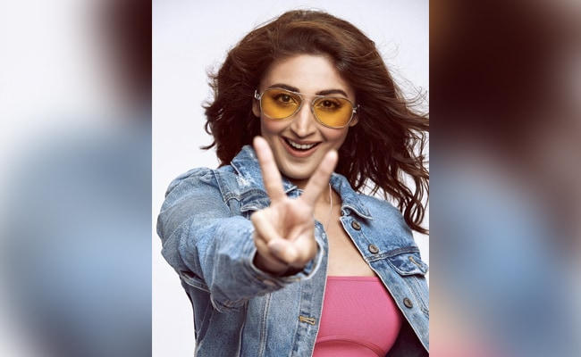 Pop Singer Dhvani Bhanushali To Perform At A Live Concert In Mumbai. Details Here