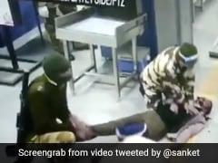 VIDEO:  दिल्ली मेट्रो स्टेशन पर लड़खड़ाकर गिरा यात्री, CISF कांस्टेबल ने यूं बचाई जान...
