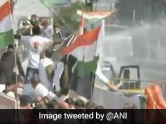 मध्य प्रदेश: कांग्रेस का राजभवन मार्च, पार्टी नेताओं पर पुलिस ने भांजी लाठियां, फिर की ठंडे पानी की बौछार