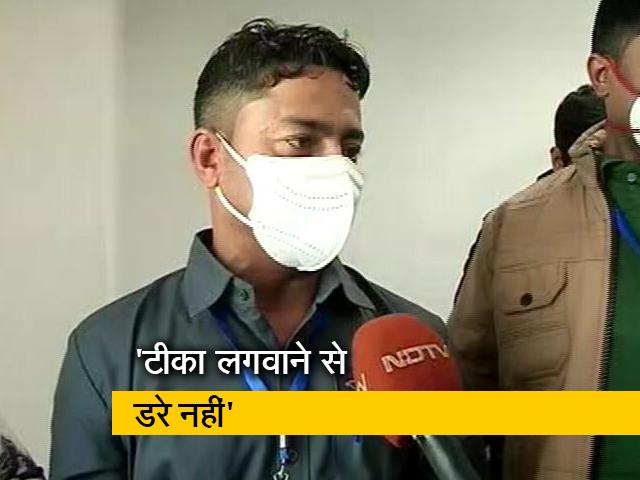 Videos : दिल्ली: AIIMS के मनीष को देश में सबसे पहले लगा टीका, इन हस्तियों ने भी लगवाई वैक्सीन