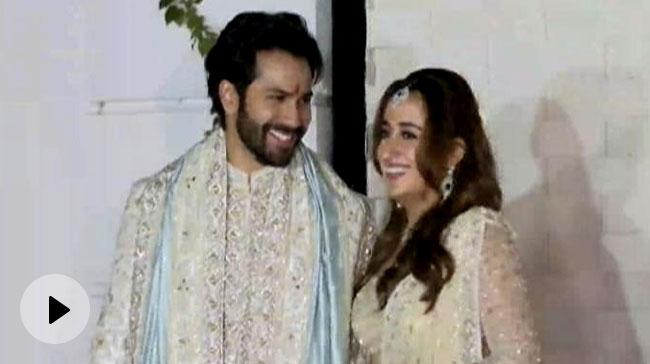 Video | बॉलीवुड अभिनेता वरुण धवन नताशा के साथ शादी के बंधन में बंधे