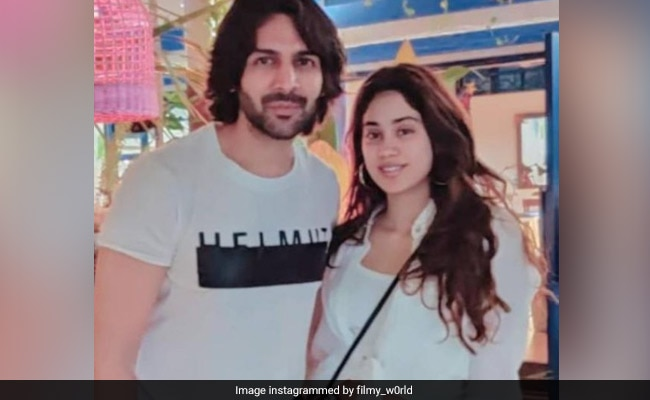Kartik Aaryan and Jahnvi Kapoor snapped holidaying in Goa - view viral photos