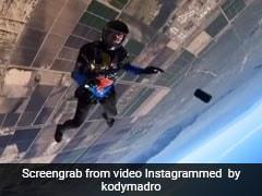 12 हजार फीट की ऊंचाई से कूदा स्काईडाइवर, अचानक पॉकेट से गिरा आईफोन, फिर हुआ कुछ ऐसा- देखें Video