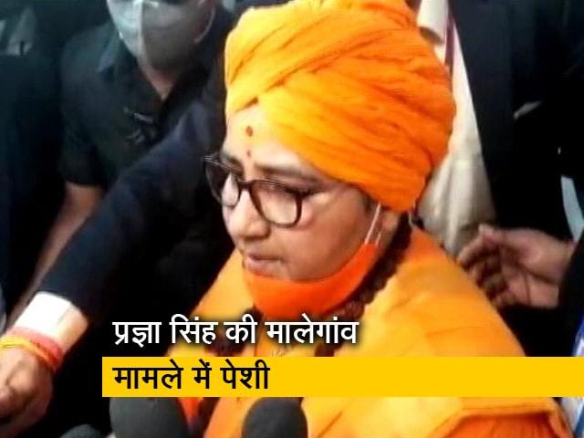 Video : मालेगांव बम धमाका मामले में मुंबई की कोर्ट के समक्ष पेश हुईं साध्वी प्रज्ञा सिंह