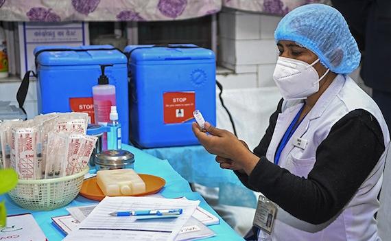 कोरोना के खिलाफ टीकाकरण की तैयारियां पूरीं, दुनिया के सबसे बड़े टीकाकरण अभियान से जुड़ी 10 खास बातें