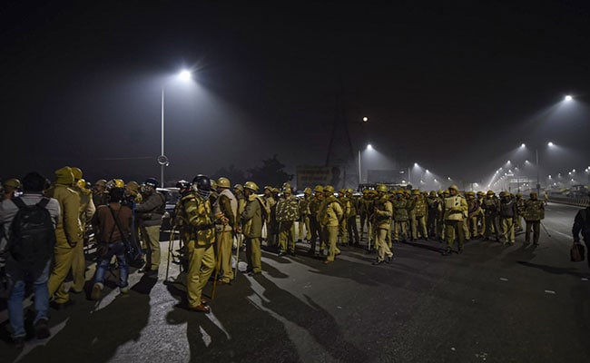 Traffic Jams In Delhi Near Border With UP As Cops Try To Remove Protesting Farmers