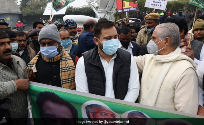 Bihar Opposition Leaders Form Human Chains To Support Farmers' Protest