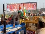 Video : Protesting Farmers Break Through Police Barricade In UP