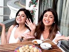 शिल्पा शेट्टी ने बहन शमिता के साथ मिलकर खाए तिल के लड्डू और गुलाब जामुन, बोलीं- हैप्पी मकर संक्रांति- देखें Video