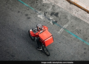 Zomato Worker Delivers Order In Spite Of Losing Wallet; Twitter Reacts