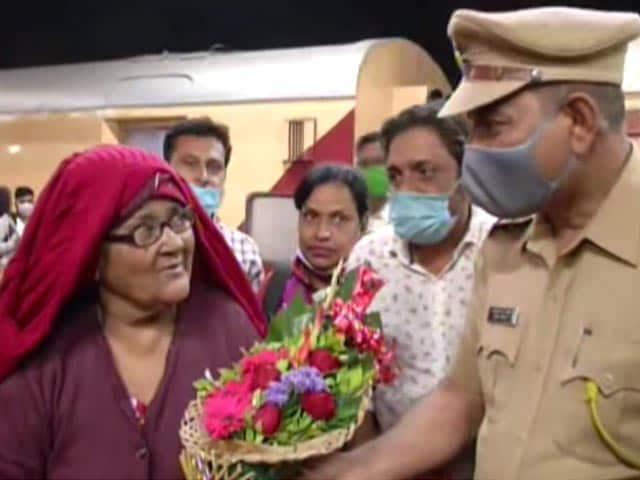 Video : 65-Year-Old Indian Woman Returns Home After 18 Years In Pak Jail