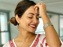 """What Hina Khan Wrote After Completing """"12 Glorious Years"""" In Showbiz"""