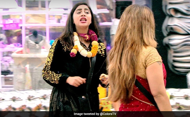 Bigg Boss 14 Written Update January 14, 2021: Arshi Khan Gets Emotional After Vikas Gupta's Exit