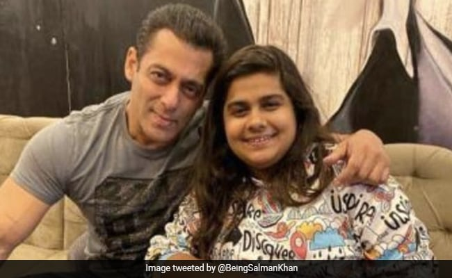 Salman Pays Tribute To 'Bigg Boss 14' Talent Manager Pista Dhakad