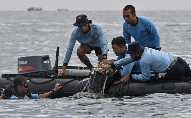 'Found Signal': Indonesia Rescuers On Downed Plane In Java Sea
