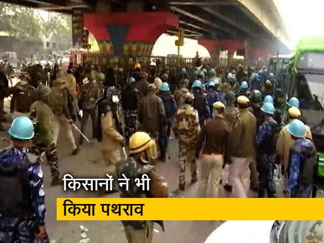 Videos : नांगलोई में किसानों पर लाठीचार्ज, दागे गए आंसू गैस के गोले
