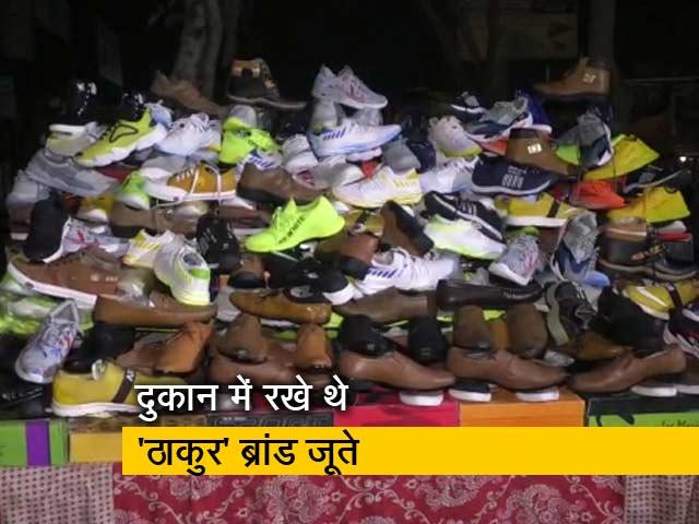 Video : प्राइम टाइम : जातिसूचक ब्रांड के जूते बेचने पर जेल, बजरंग दल की शिकायत के बाद कार्रवाई