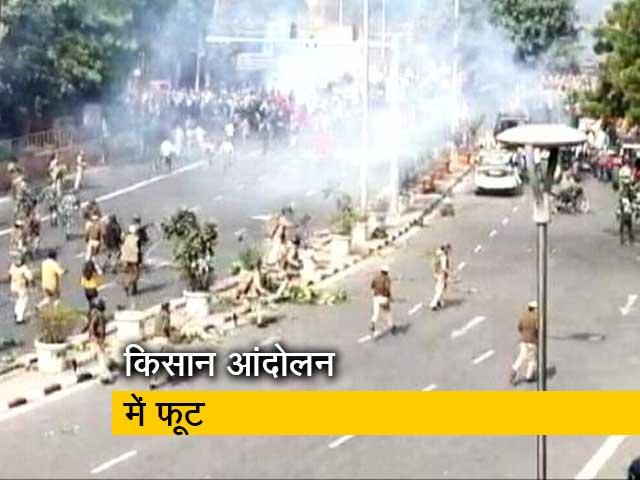 Videos : ट्रैक्टर रैली हिंसा के बाद बॉर्डर का हाल, देखिए ग्राउंड रिपोर्ट