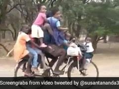 9 बच्चों को साइकिल पर बैठाकर ले जा रहा था शख्स, IPS बोला- इनका तो चालान भी नहीं कटेगा- देखें Video