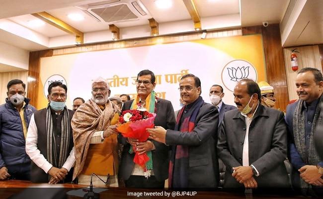 20 साल से नरेंद्र मोदी के खास रहे अफसर BJP में शामिल, UP में मिल सकती है बड़ी जिम्मेदारी