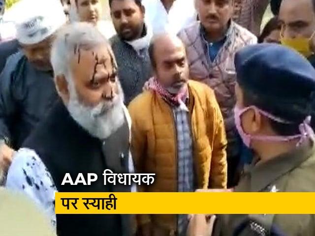 Videos : देश प्रदेश : AAP विधायक सोमनाथ भारती पर स्याही, केजरीवाल का योगी सरकार पर निशाना