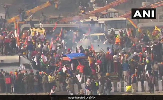 किसानों की ट्रैक्टर रैली पर पुलिस ने दागे आंसू गैस के गोले और किया लाठीचार्ज, बॉलीवुड एक्ट्रेस बोलीं- क्यों...