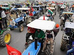 Farmers On Tractor Try To Break Barricade On Palwal-Faridabad Border