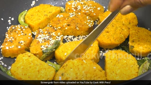 Kobichi Vadi Recipe Video: This Maharashtrian Gobi Snack Is All You Need For A Healthy Morning Meal