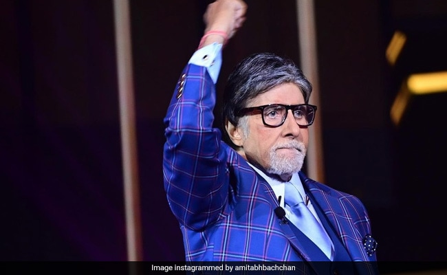 Here's What Big B Tweeted About The COVID-19 Vaccination Drive