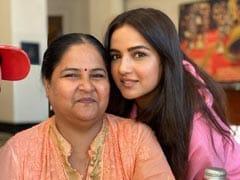 बिग बॉस 14 कंटेस्टेंट Jasmin Bhasin की मां ने किया खुलासा, बोलीं- हमें हर साल भेजती है छुट्टियों पर...