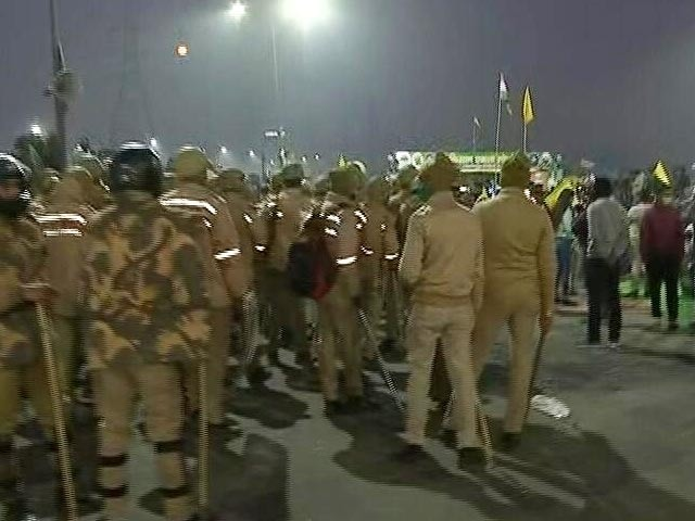 Video : Top News Of The Day: Confrontation Builds Up At Delhi-UP Border As Cops Try To Remove Farmers