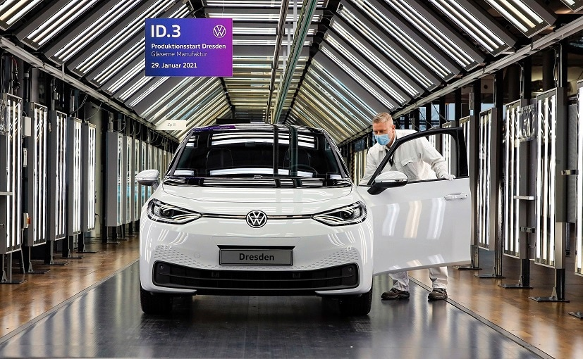 There are currently 380 employees working at Volkswagens Dresden site.