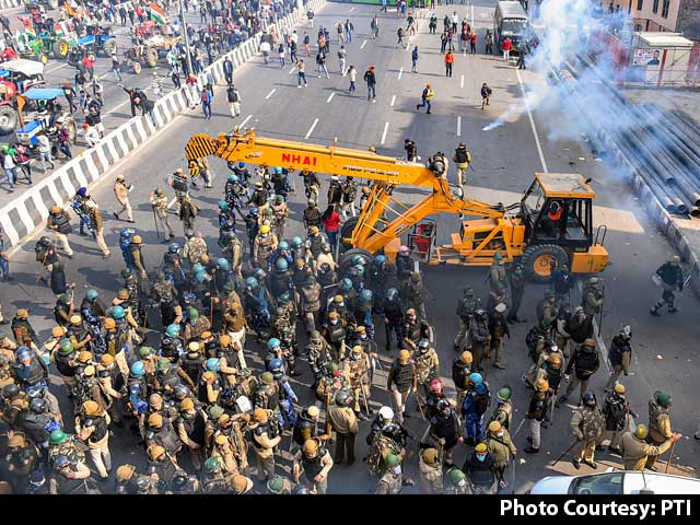 Video : Tear Gas, Lathi-Charge As Farmers Change Route, Head To Central Delhi
