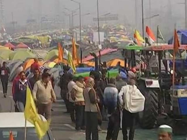 Video : Protesters Climb On Top Of Police Vehicle At Delhi's Mukarba Chowk