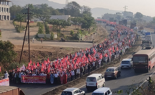 Thousands Of Farmers March To Mumbai To Join Sharad Pawar Rally Tomorrow