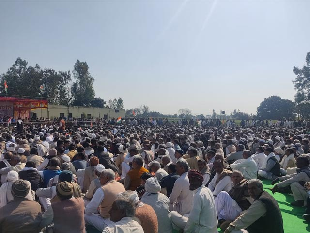 Video : Farmers Defy Order, Gather For <i>Panchayat</i> In UP's Shamli