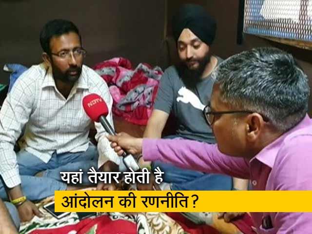 Videos : गाजीपुर बॉर्डर: इस ट्राली में बैठक करते हैं किसान आंदोलन के बड़े नेता