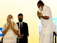 PM Modi, Kerala Chief Minister Share <i>Namastes</i> At Event Before Elections