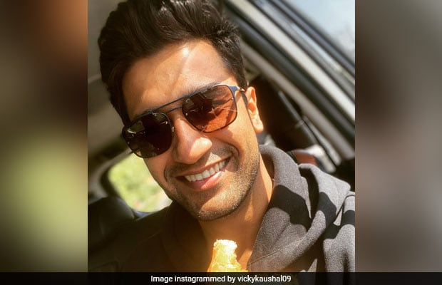 Vicky Kaushal's Fan Brings Samosa And Jalebi To Airport, Actor Responds
