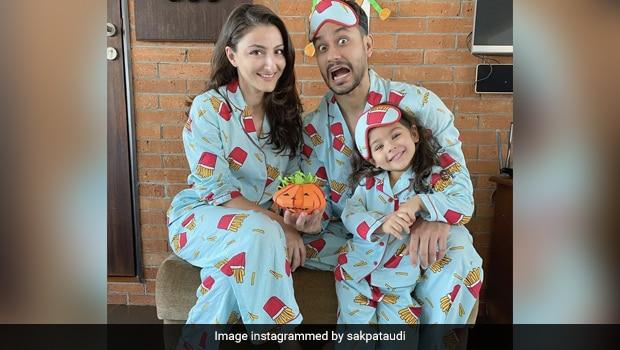 Inaaya Making Rotis: Actor Soha Ali Khan's Share A Video Of Daughter Inaaya Making Rotis
