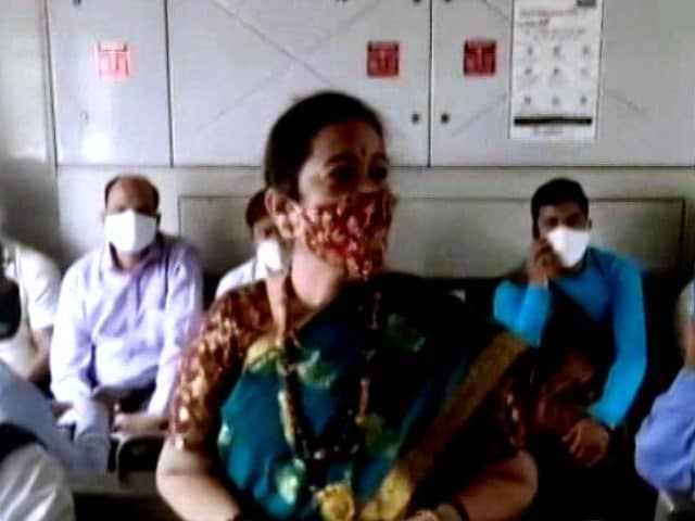 Video : COVID-19: Mumbai Mayor Travels In Train To Spread Awareness About Masks
