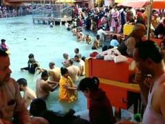 Magh Purnima 2021: गंगा स्नान के लिए हरिद्वार पहुंचे हजारों लोग, देखें- तस्वीरें