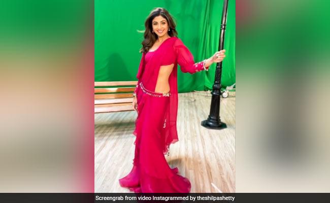 शिल्पा शेट्टी ने रेड कलर की स्टाइलिश साड़ी में यूं दिखाया स्वैग, Video देखकर फैन्स बोले- Wow...