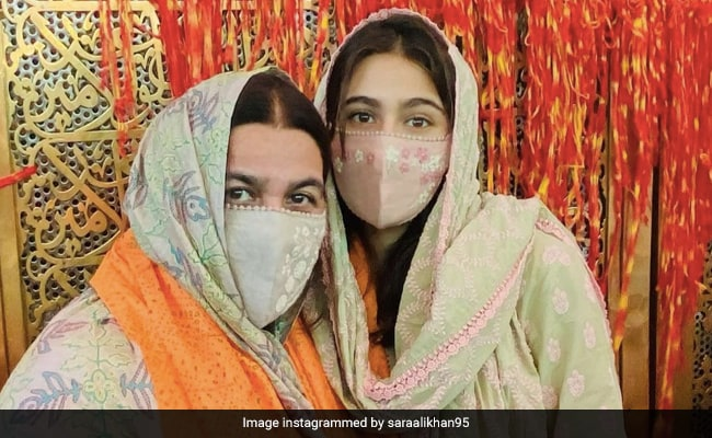 Sara Ali Khan And Mom Amrita Singh, Twinning In Green, Visit Ajmer Sharif Dargah