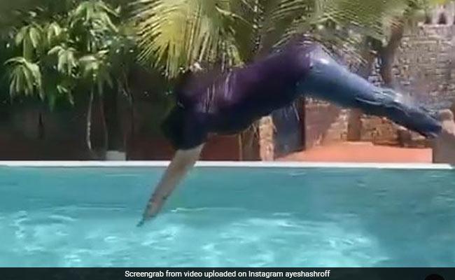 Tiger Shroff की मॉम आयशा श्रॉफ ने पूल में लगाई छलांग, शेयर किया Video