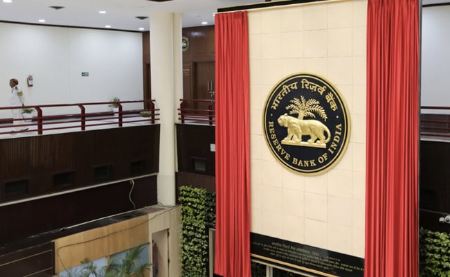 RBI Currency Strategy Draws More Hot Money To India, Spurs Vicious Cycle